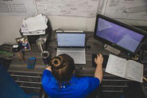 girl sitting at desk homeschooling tips